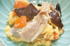塩味ベースの中華風です 「豚肉と木耳の卵あわせ」